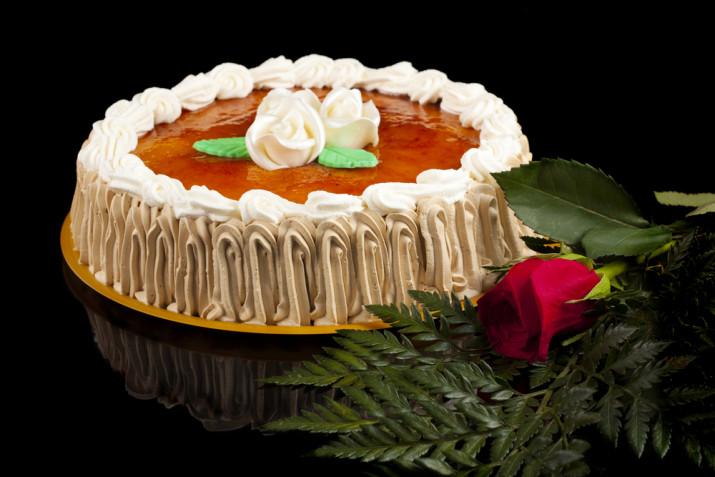 Torte di compleanno decorate con panna: 7 idee