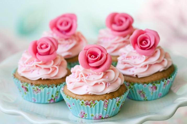 Cupcake per San Valentino decorati con panna: 7 idee per le decorazioni