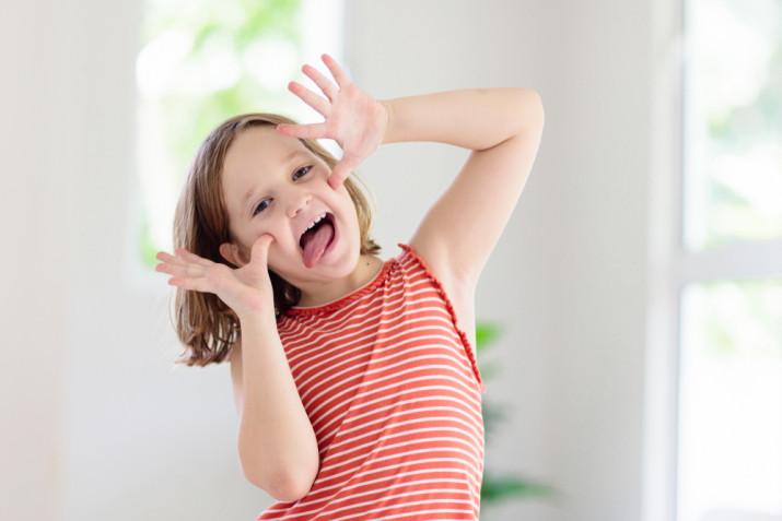 Cose che fanno ridere: immagini facce buffe di bambini
