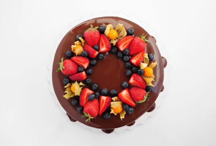 Come decorare una torta di cioccolato: 9 idee sfiziose