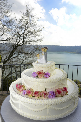 Torte matrimonio decorate con panna: 7 idee per le decorazioni
