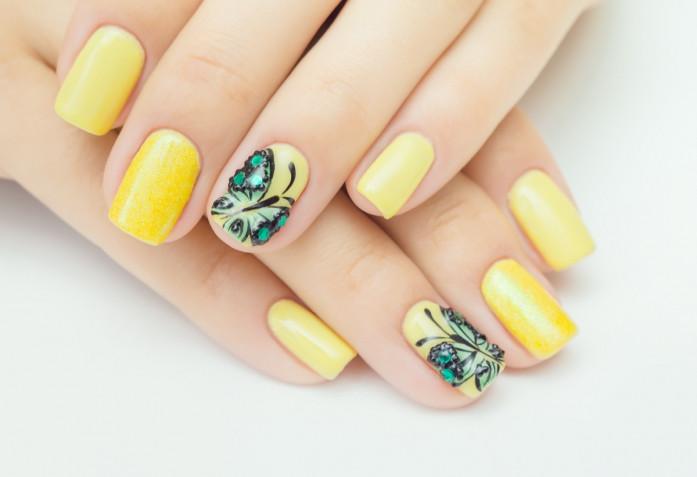Le 7 nail art in giallo più belle per l'8 marzo