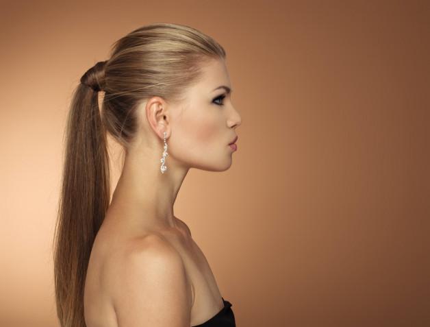 Acconciature fai da te per capelli lisci: 5 idee semplici e veloci
