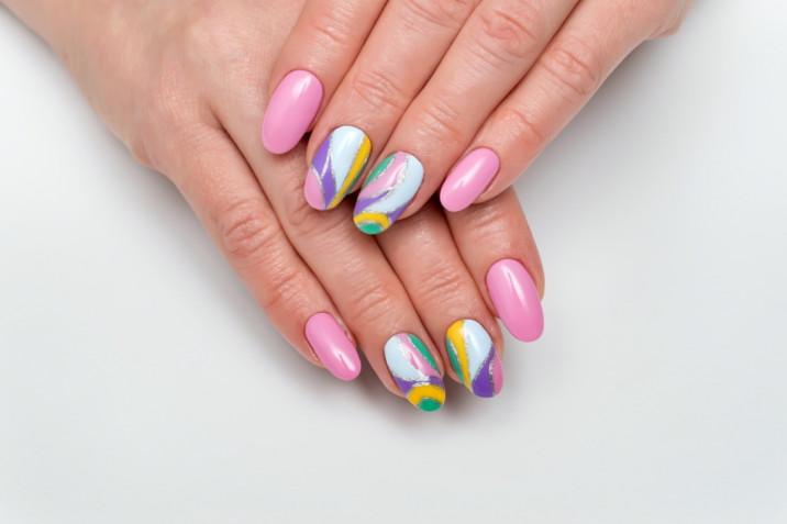 Le 7 nail art primavera estate 2020 belle e facili da fare da sole