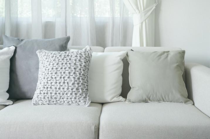 Cuscini per divani: 7 idee decorative per la casa