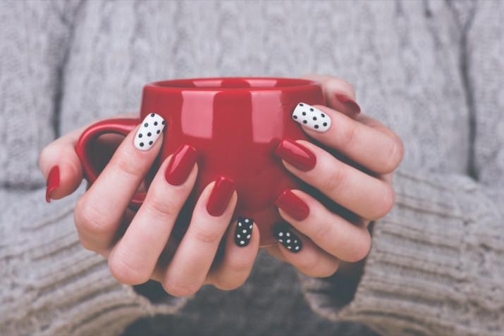 Unghie rosse e nere o argento: 7 nail art belle