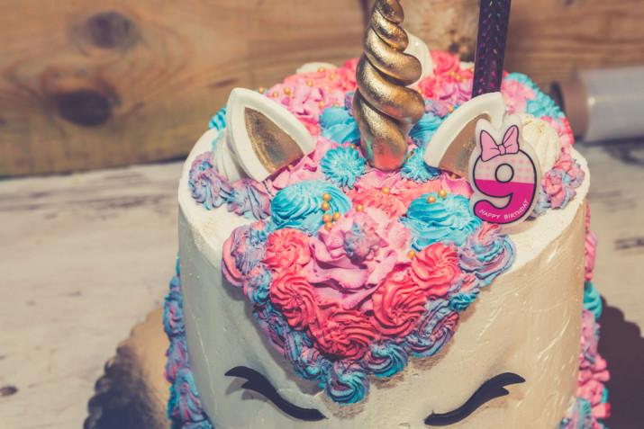 Torte di compleanno per bambini decorate con panna: 7 idee per le decorazioni
