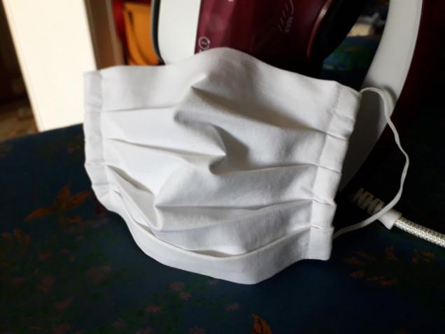 Mascherine estive fai da te in stoffa: come farle a casa con 2 modelli facili