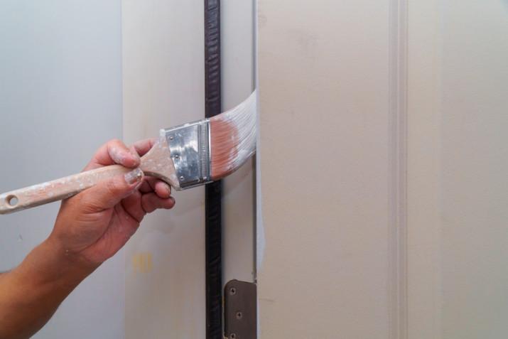 Come rinnovare le porte di legno interne senza smontarle