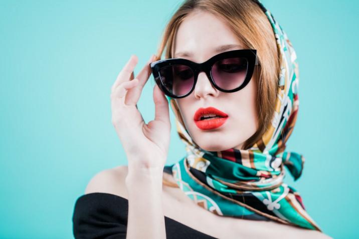 Acconciature con foulard: 9 pettinature da provare
