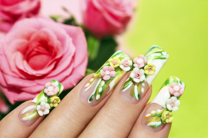 Nail art con le rose: 5 decorazioni da provare