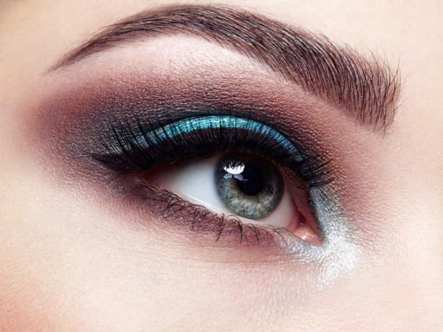 Trucco occhi azzurri: 7 idee per uno smokey eyes