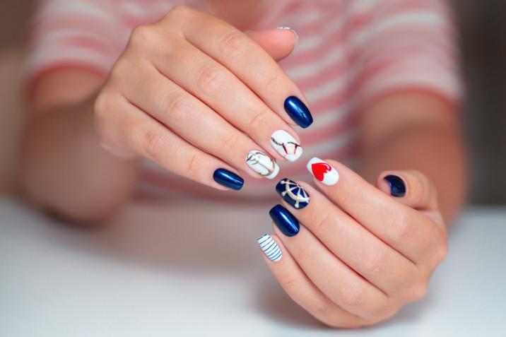 Nail art ispirata alle onde: 5 decorazioni da provare