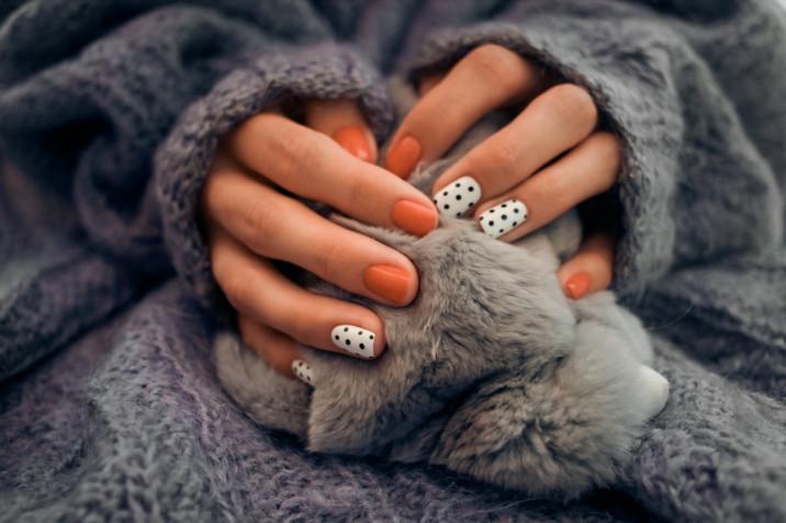 Nail art per l'autunno 2020: 5 trend manicure da provare