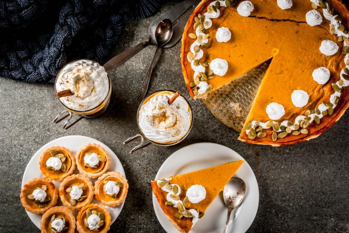 Torte autunnali decorate con panna: 5 idee per le decorazioni