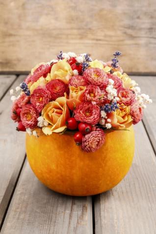 Come decorare una zucca con i fiori: il tutorial facile