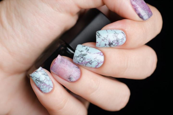 Nail art a effetto marmo: 5 decorazioni da provare