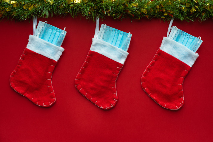 Albero di Natale con mascherine: le idee per le decorazioni 2020