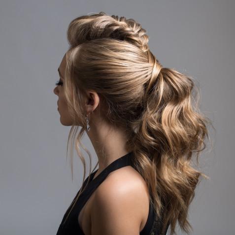 Acconciature da sera per capelli lunghi: 5 idee a cui ispirarsi