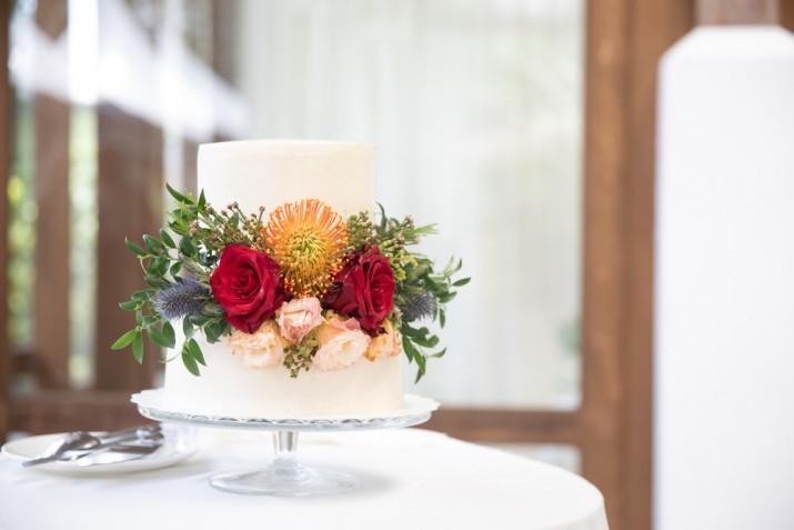 Torte decorate con fiori freschi: 11 idee per le decorazioni