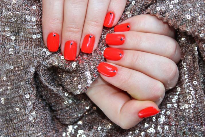 Nail art per Natale 2020: 5 decori unghie da provare