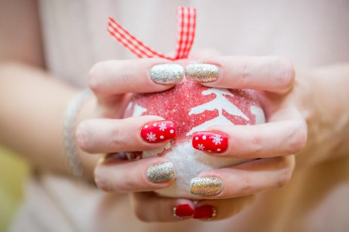 Le 7 nail art per Capodanno 2021 più trendy per l'ultima notte dell'anno