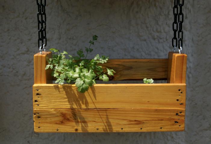 Vasi sospesi per piante fai da te: 7 idee per arredare