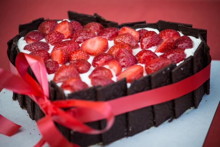 Torte San Valentino decorate con il cioccolato: 7 idee per le decorazioni