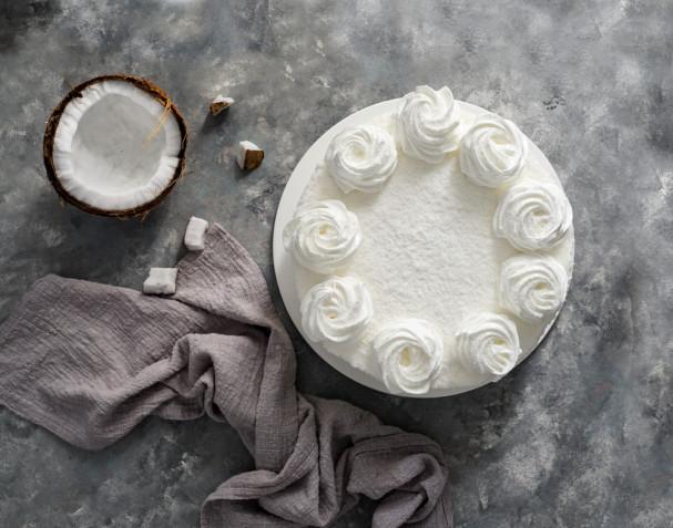 Torte decorate con panna e cocco: 7 idee per le decorazioni
