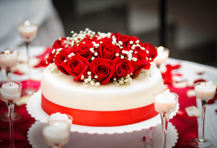 Torte decorate con rose fresche: 9 decorazioni che vorrai fare