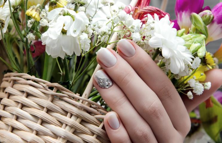 Nail art per la primavera 2021: 7 idee per la decorazione unghie