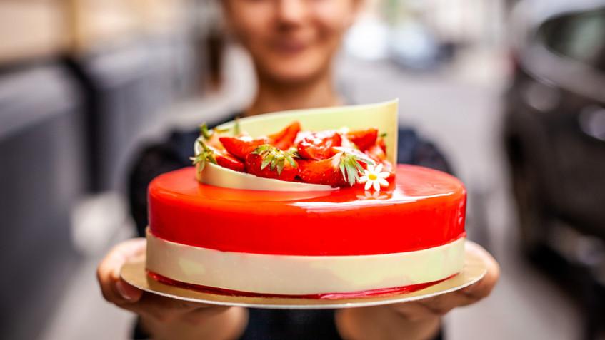 Torte decorate con fragole: 7 idee a cui ispirarsi