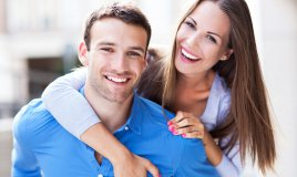 coppia-donna-uomo-felice