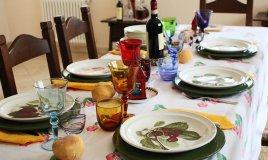 tavola domenica pranzo decorare apparecchiare cura dettagli calore famiglia