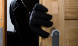 sicurezza domestica ladri furti porta antifurto.