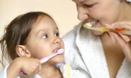 colluttorio spazzolino igiene pulizia dentifricio denti