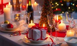 tavola natale speciale feste scintillante addobbi casa decorazione piatti apparecchiare