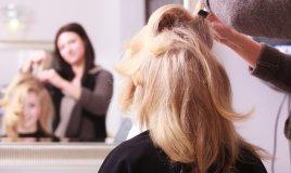 capelli ciuffo acconciatura