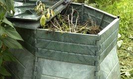 risparmiare ecologia concime orto piante giardino terra compostaggio humus compost