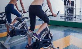bicicletta piscina sport donna fisico