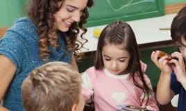asilo, musica, musicale, insegnare, strumento, bambini, bambino, donne, donna, materie, ascoltare, pedagogia, donne, donna