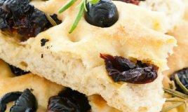 focaccia olive preparazione cucina panetteria