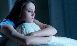insonnia sonno letto donna triste