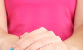 mani di una ragazza