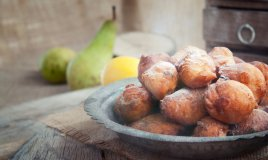 tortelli frittelle pasta fritto zucchero frutta uvetta mela carnevale