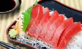 sahimi tonno pesce crudo daikon wasabi