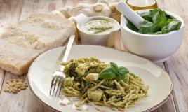 pasta trofie salsa pesto basilico pinoli genova