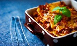 lasagne ragù mozzarella besciamella forno
