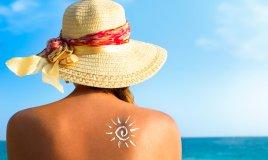 Spray, crema o autoabbronzante? Mini guida alla scelta del solare giusto