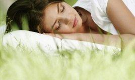 dormire senza cuscino fa bene